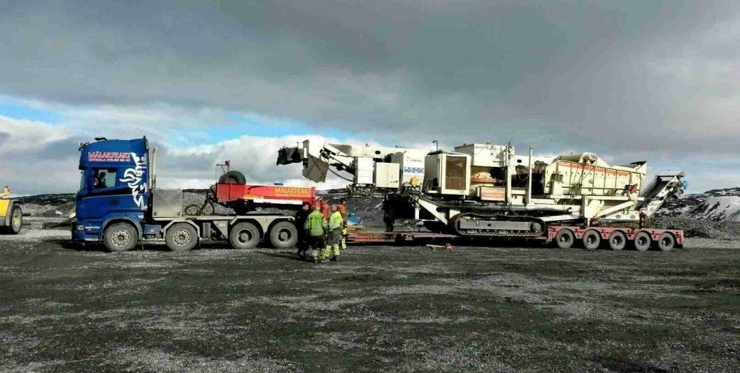 Metso LT 1100 lastet og klar for veitransporten fra Kirkenes til Göteborg. Her skal den i første omgang fraktes videre med båt.