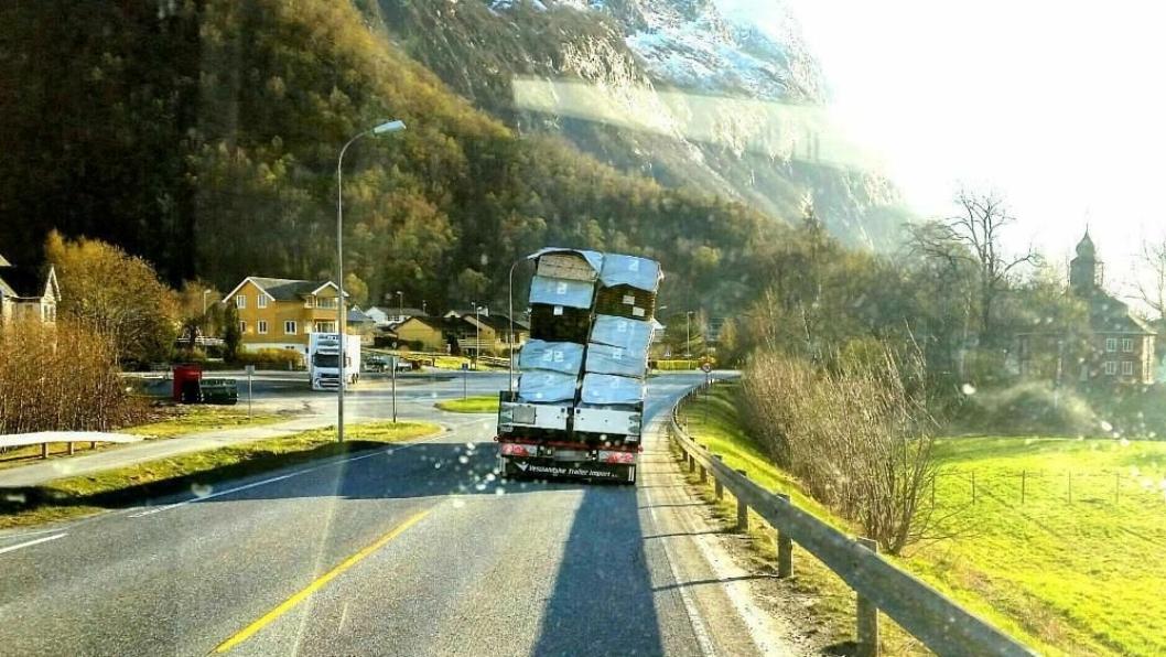 Lasten hadde forskjøvet seg uten at føreren hadde fått det med seg. Heldigvis gikk det bra.