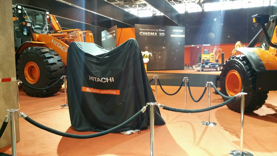 NOE NYTT: Slik ser det ut på standen til Hitachi dagen før Intermat åpnes.