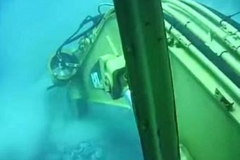 Cat-gravemaskin på havets bunn