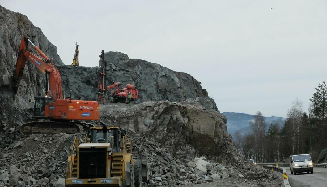 Hæhre entreprenør knytter nære forbindelser med Vei & Tunnelservice i Nord-Norge. Her er Hæhre Entreprenør i aksjon på ny E6 ved Mjøsa i Hedmark for et par år siden.