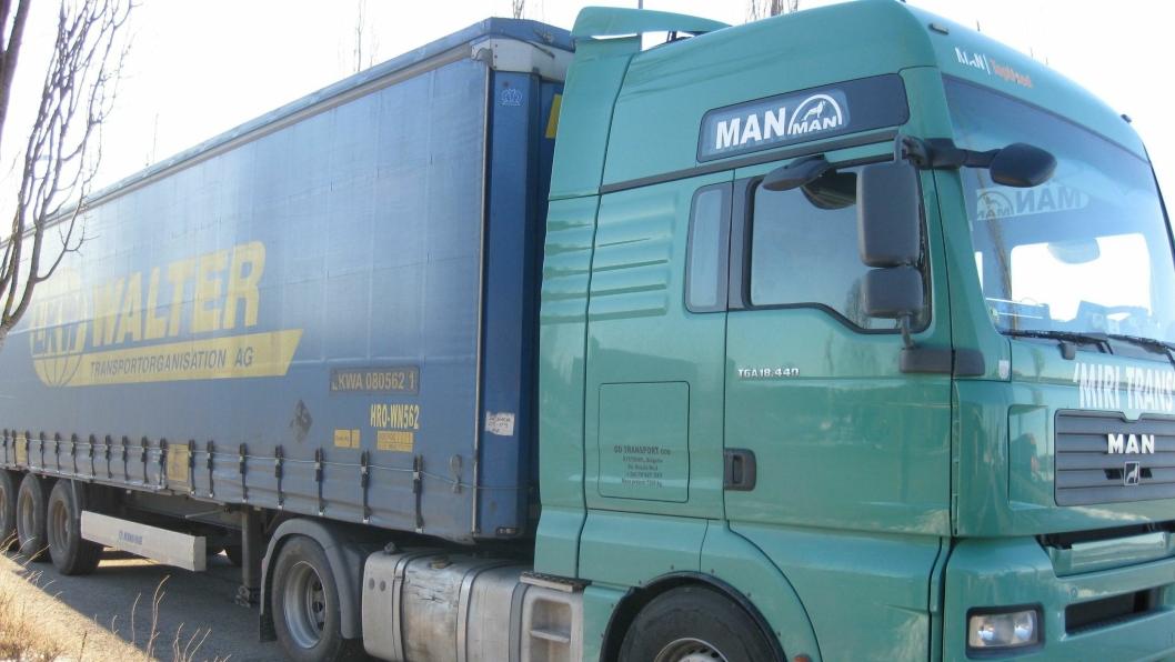 Sjåføren av denne trekkvogna ble tatt for ulovlig kjøring med tre dagers mellomrom i Sverige og Norge.