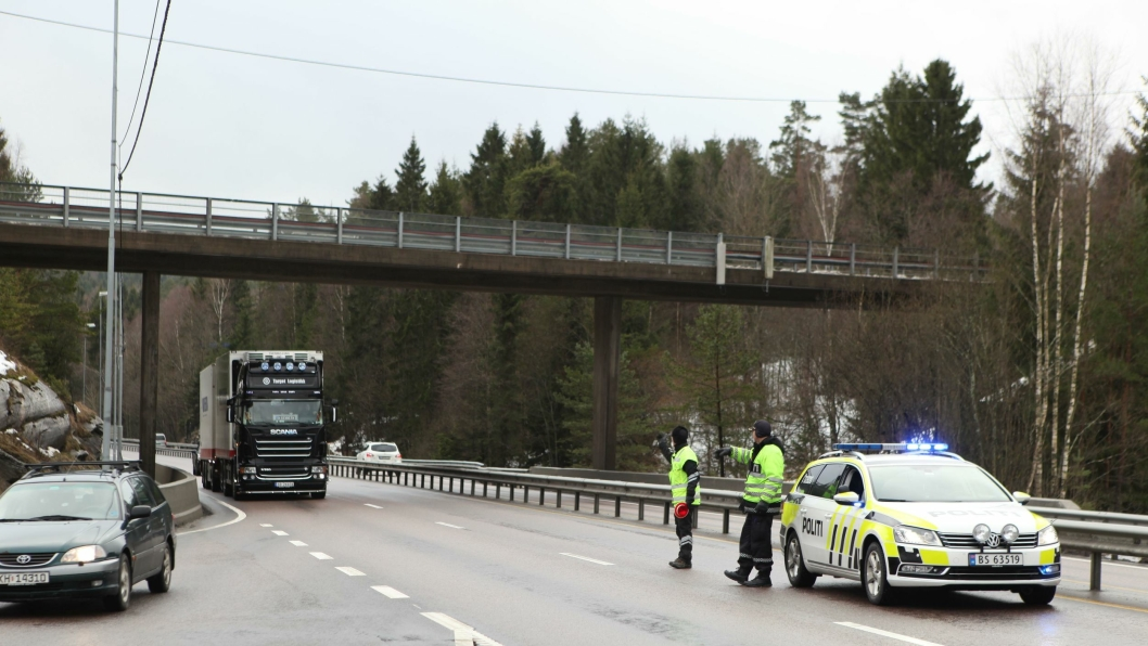 Om ikke altfor lenge kan det bli slik at et førerkort inndratt i Norge er det inndratt i hele EU/EØS-området. Bildet er fra en kontroll på E18 ved Svartskog i Akershus.