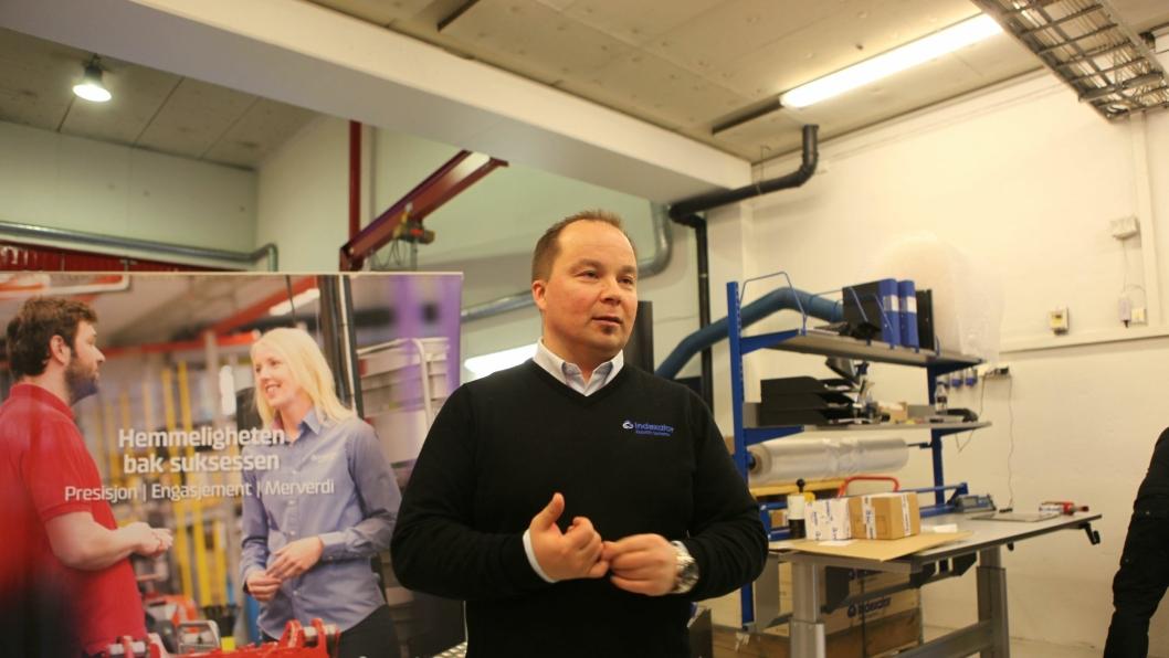 Nå står rebranding for tur. Denne genseren på daglig leder Finn Thrane Johansen, Country Manager i Rototilt AS (tidligere Indexator Rototilt Systems AS) blir nok snart erstattet av en det står Rototilt på.