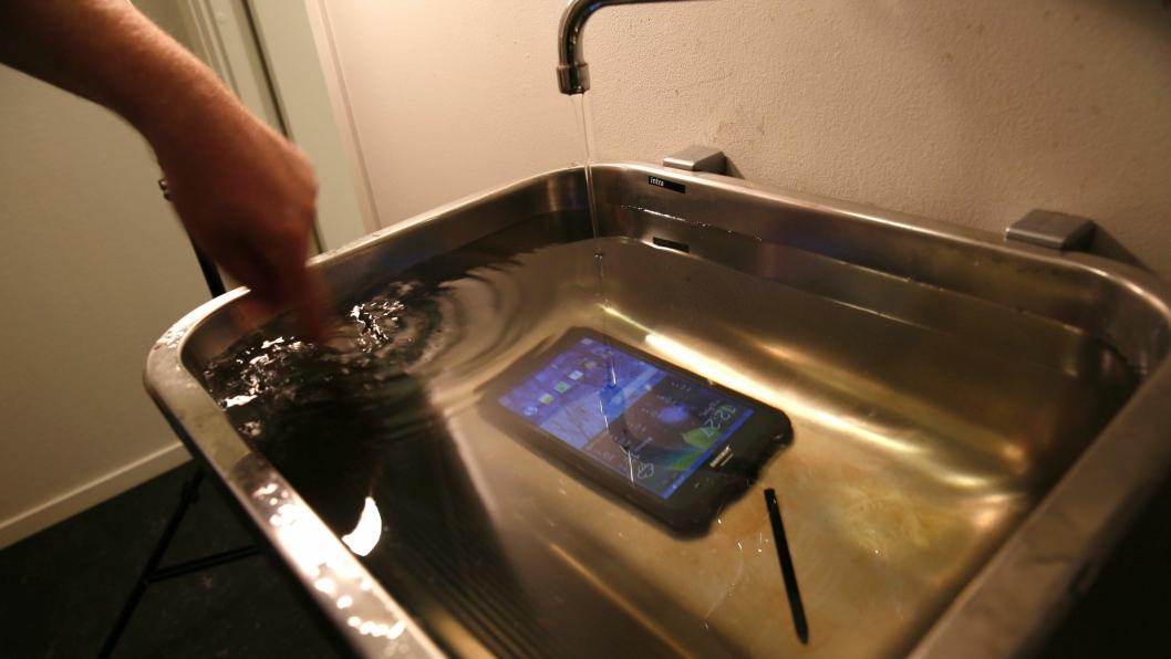 Her er Tab Active senket i ca. 20 cm vann.
