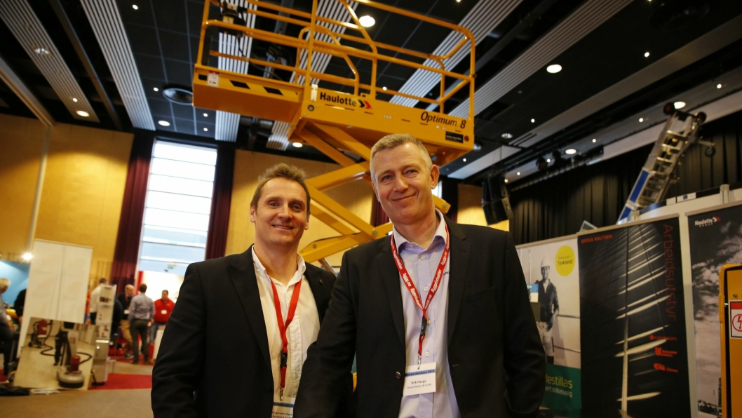 Bent E.S. Nygaard (t.v) og Erik Hauge i Grove Knutsen skal satse på Haulotte-teleskoptruckene tiden fremover.