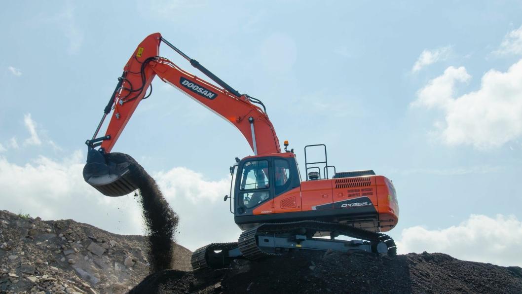 Den første Doosan beltegraveren i den nye 5-serien er 25,5-tonneren DX255LC-5, utstyrt med Doosans egen Steg IV-motor.