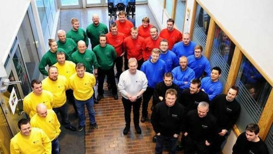 Deltagerne i den norske finalen i Top Team. De var fra Narvik (blå gensere), Borgeskogen (røde gensere), Råde (grønne gensere), Tromsø (sorte gensere) og Stryn (gule gensere).