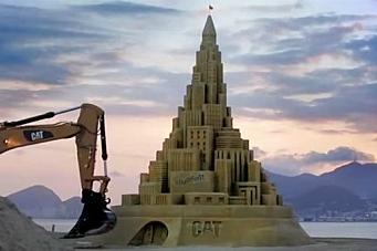 Cat-maskiner bygget verdens største sandslott