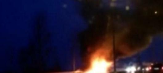 Mobilkran i brann på E6