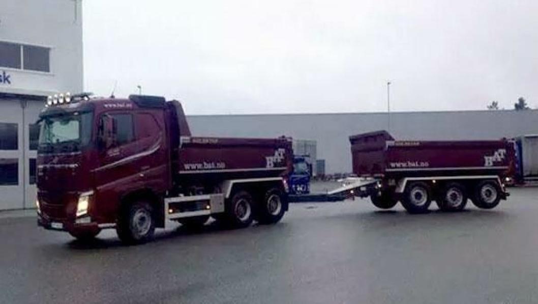 En 2014-modell Volvo FH 540 6x4 med tippkjerre (bildet) ble stjålet natt til mandag 15. desember. Takket være sporing og rask reaksjon fra politiet kunne vogntoget settes i arbeid igjen samme dag etter at tyven var plassert hos politiet.