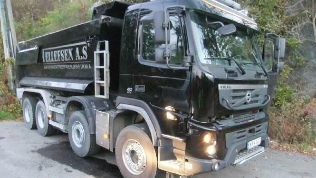 Et dessverre altfor vanlig syn hos Tellefsen AS. En lastebil, en Volvo FMX i dette tilfellet, som har fått dieseltanken brutt opp og tappet.