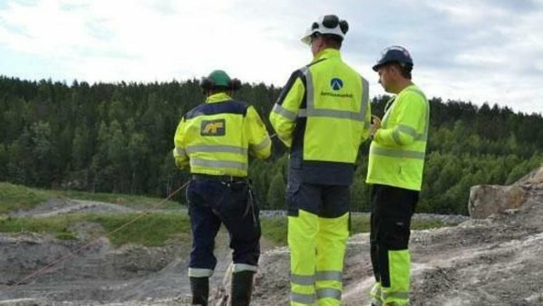 Her detonerer Ketil Solvik-Olsen 75 kg sprengstoff i den første salven på Follobane-prosjektet.