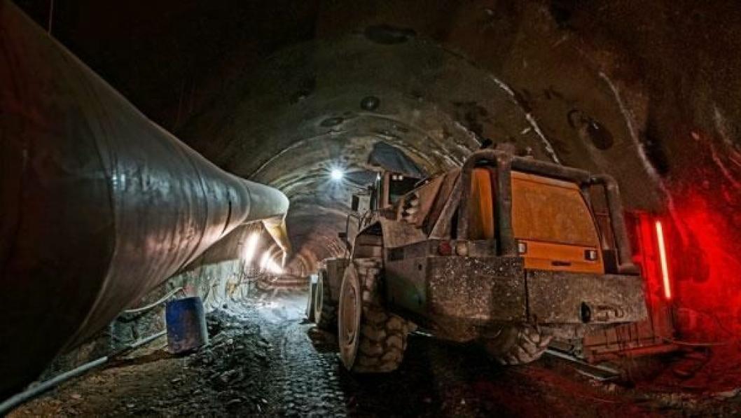 Tenk deg åtte og en halv Kheops-pyramider og du vil få den totale massen som skal ut for å gi plass til verdens lengste jernbanetunnel, 64 km mellom Innsbruck i Østerrike og Fortezza i Italia.