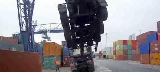 Vogntog blir med containeren opp