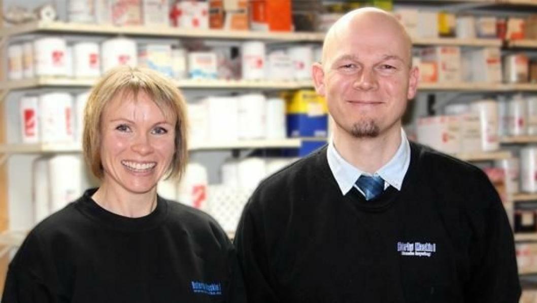 Torunn H. Østerbø og Øyvind Rømo på delelageret er klare for Hatz-salg fra nyttår.