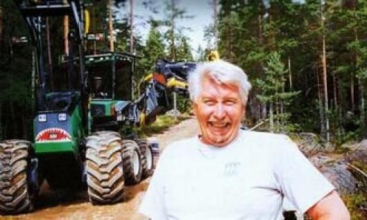 Den svenske maskinentreprenøren Lars Thorstensson har laget en nesten komplett hybridmaskin for skogs- og anleggsarbeid.