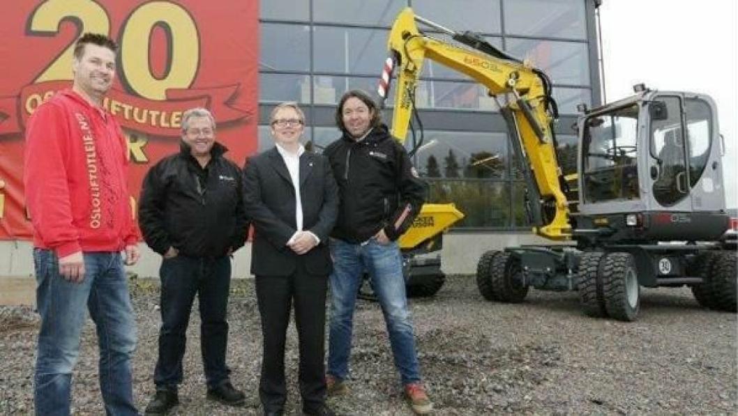 Fra venstre: David Lindberg, daglig leder i Oslo Liftutleie AS, Ville Viita, salgsdirektør i Wacker Neuson Skandinavia, Johnny Valentinsen, ansvarlig for lette maskiner i Wacker Neuson AS og Jan Gunnar Halstvedt, produktsjef anleggsmaskiner i Wacker Neuson AS.