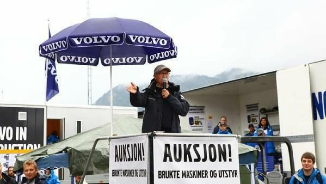 Auksjonarius i fjor var produktsjef Terje Andersen fra Volvo Maskin.