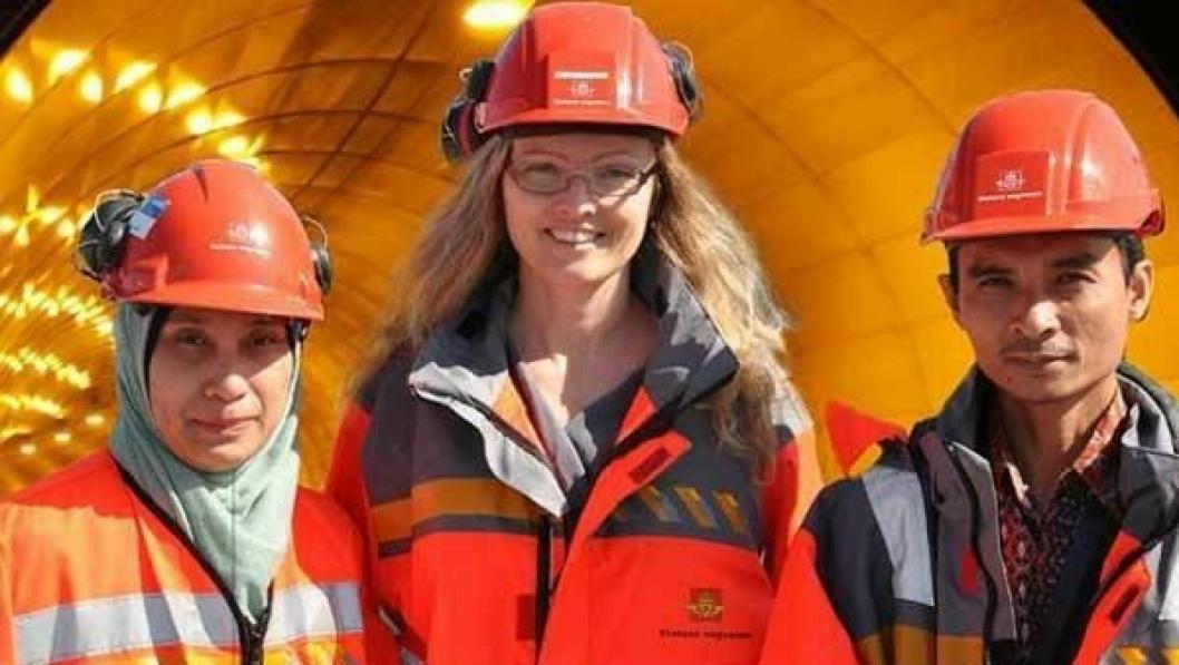 Tunnelkunnskap fra Norge til Indonesia: Kjersti Dunham med sivilingeniørene Susy Kartika Ariestianty og Hardiansyah Putra fra Indonesia som hospiterer i Vegdirektoratet.