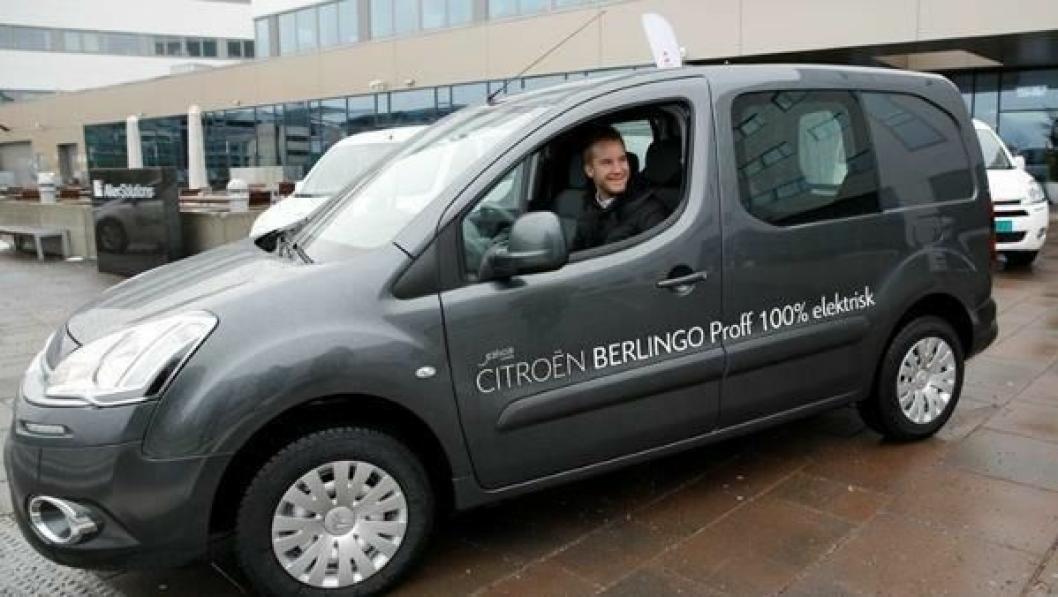 """""""Den er jo komfortabel"""", sa Mats Østberg til AT.no etter at vi fikk sitte på med han på en kort prøvetur i den nye CITROËN BERLINGO ELECTRIC."""