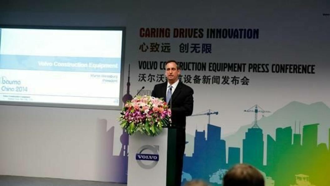 SPAREKNIV: Volvo CE-president Martin Weissburg sier det er smertefullt å kutte produksjon av maskiner og ca. 1000 stillinger, men at det er nødvendig for å øke inntjeningen.
