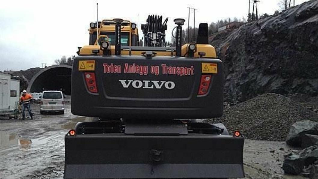 Denne hjulgraveren til Toten Anlegg og Transport er blant dem som har vært utsatt for tyveri helgen.