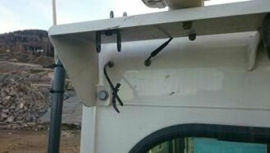 Tyvene har bare klippet av ledningene for å få med seg lyktene.