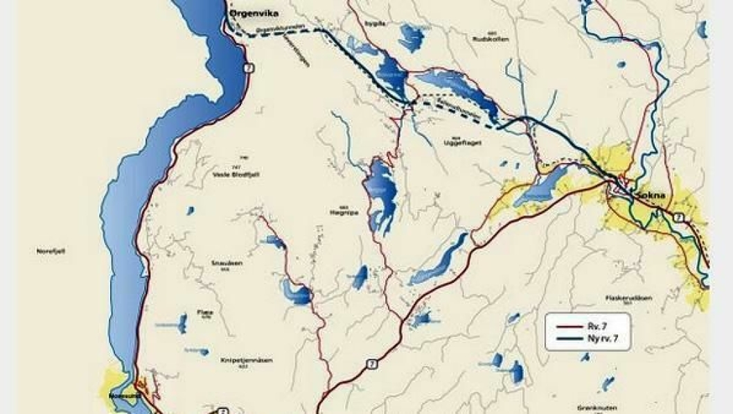 Kartet viser eksisterende riksvei 7 om Noresund (rød linje) og linjen for ny riksvei mellom Sokna og Ørgenvika (blå linje).