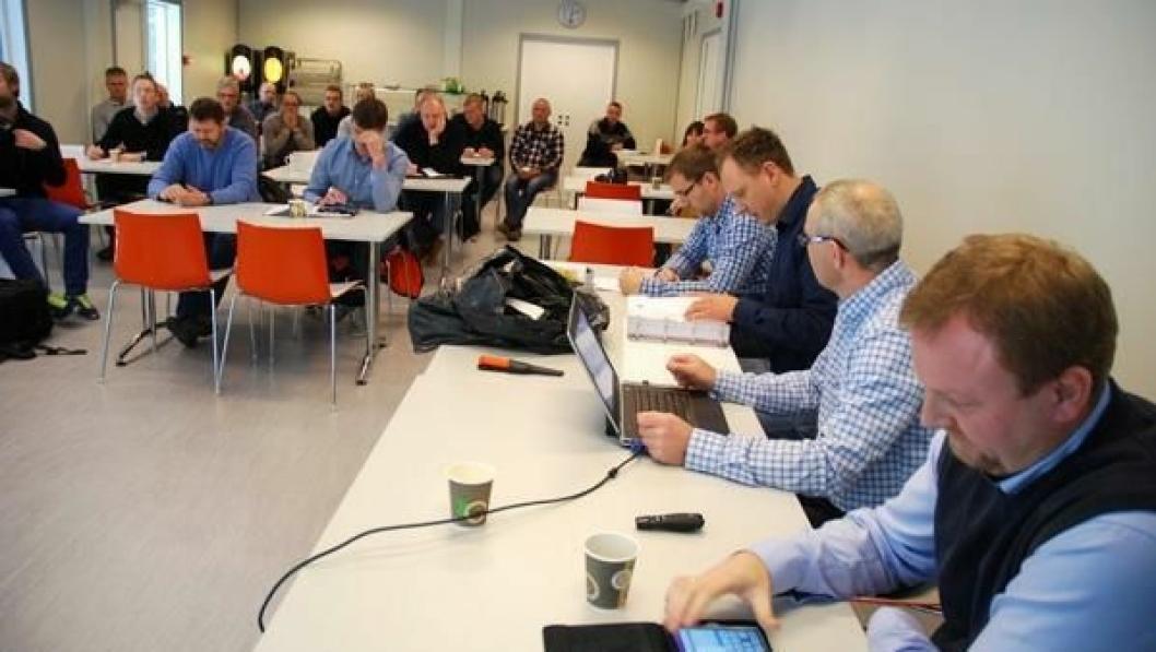 Fra tilbudsåpningen fredag 15. november på Statens vegvesens E6-rigg i Ringebu.