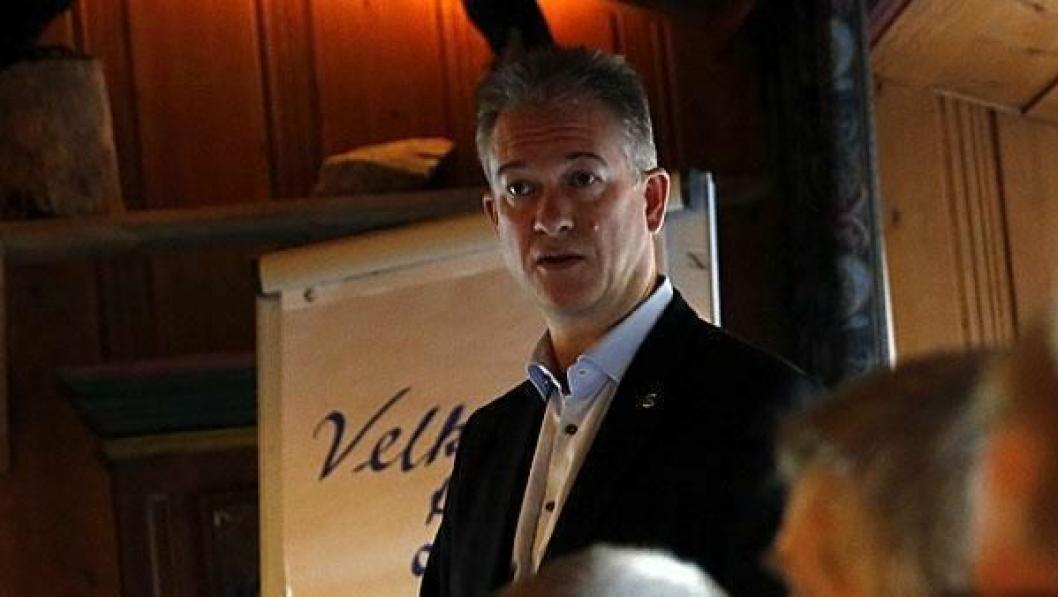 FORSMAK PÅ NY JOBB: Kommende direktør i Mercedes-Benz Nyttekjøretøy Per Ragnar Johansen møtte fagpressen på en pressekonferanse onsdag.