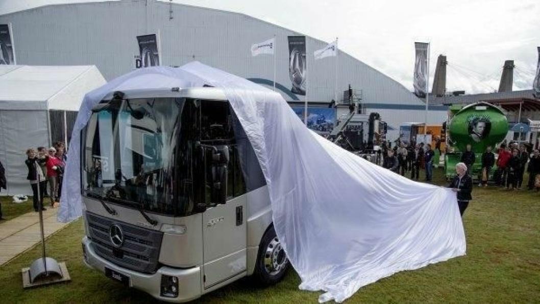 Verdenspremieren på nye Mercedes Econic var et av høydepunktene på åpningsdagen av Elima Lastbil.