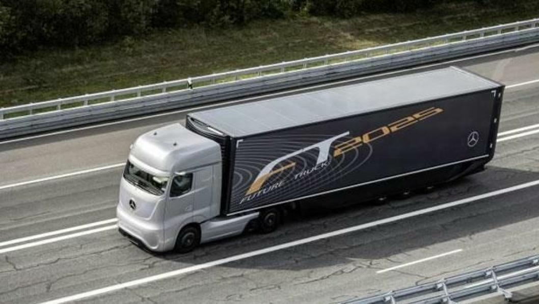 Det skjer betydelige endringer i Mercedes-Benz Nyttekjøretøy fra årsskiftet, her symbolisert med Mercedes-Benz Future Truck.