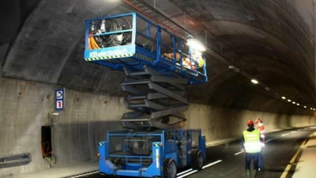 KB Elektrotech gikk konkurs før de fikk fullført elektrojobben de var satt til å gjøre på fylkesvei 78 i Nordland. Bildet er fra arbeid selskapet gjorde i Strindheimtunnelen.