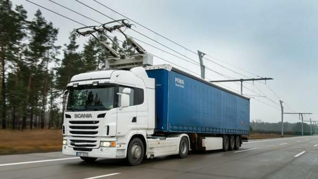 Scania og Siemens tester lastebilkjøring med overhengende strøm i Tyskland.