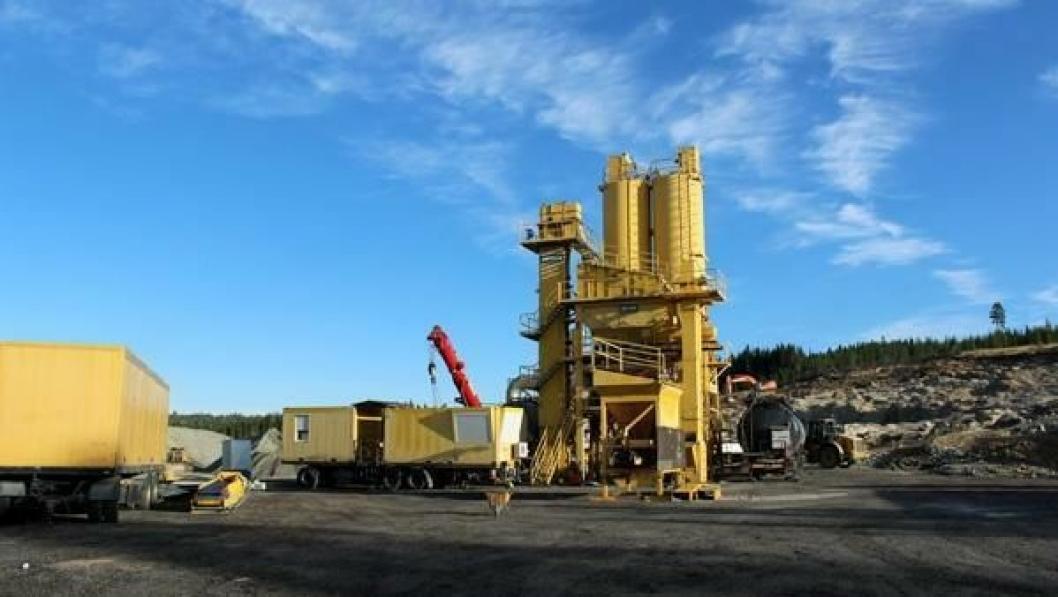 20 trailerlass med utsyr måtte til for å få på plass asfaltfabrikken i Rundmyra pukkverk på Hadeland.
