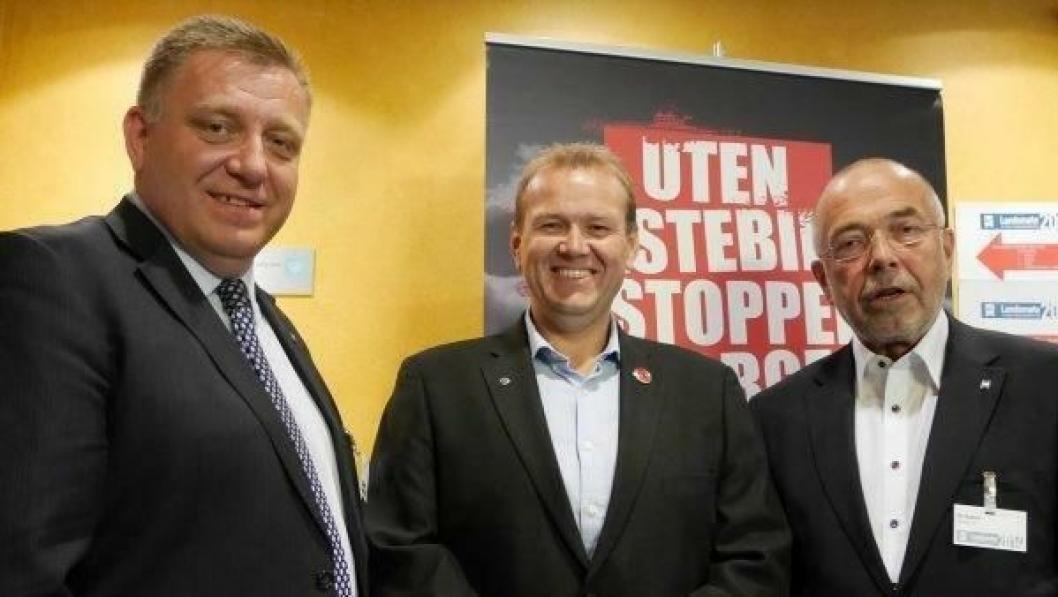 Geir A. Mo (t.v.) blir styreleder og Per Madsen styremedlem i Transportkompetanse, som her flankerer Svein Ove Vetrhus som fortsetter som hovedaksjonær og daglig leder.