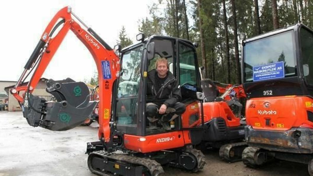 Kjell Sæter leverte ut to gravemaskiner til svindlerne.
