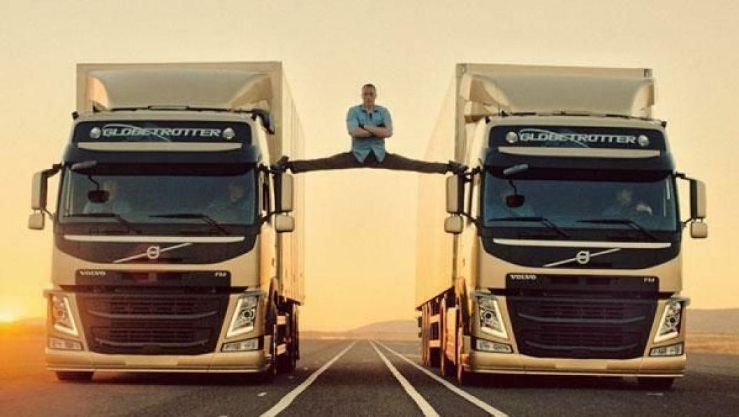 Jean-Claude Van Damme gjør et spagat-stunt mellom to Volvo lastebiler med VDS.
