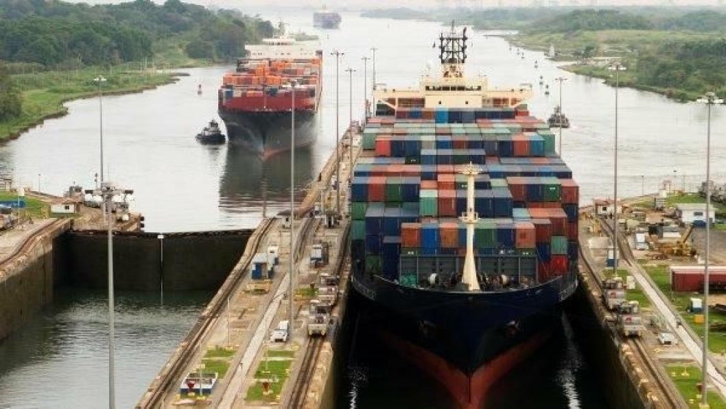 Entreprenørene som står bak utvidelsen av Panamakanalen har hatt store kostnadsoverskridelser. Nå krever de kompensasjon for ikke å legge ned arbeidet.