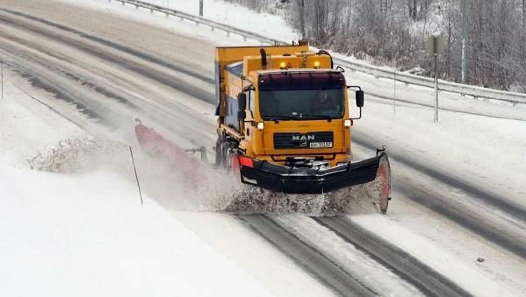 SNØBRØYTING: Opedal Drift AS kan investere i nytt utstyr etter at selskapet sikret ny kontrakt (illustrasjonsfoto).