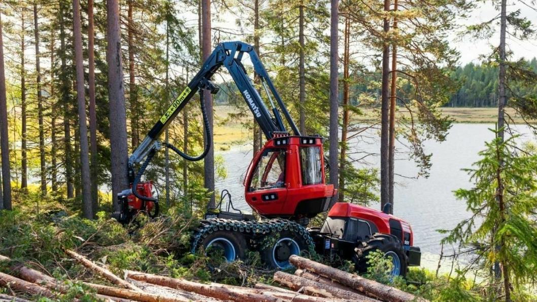 Komatsus nye hogst-kjempe 951 veier 23,6 tonn og har Steg IV-motor på 210 kW (285 hk).