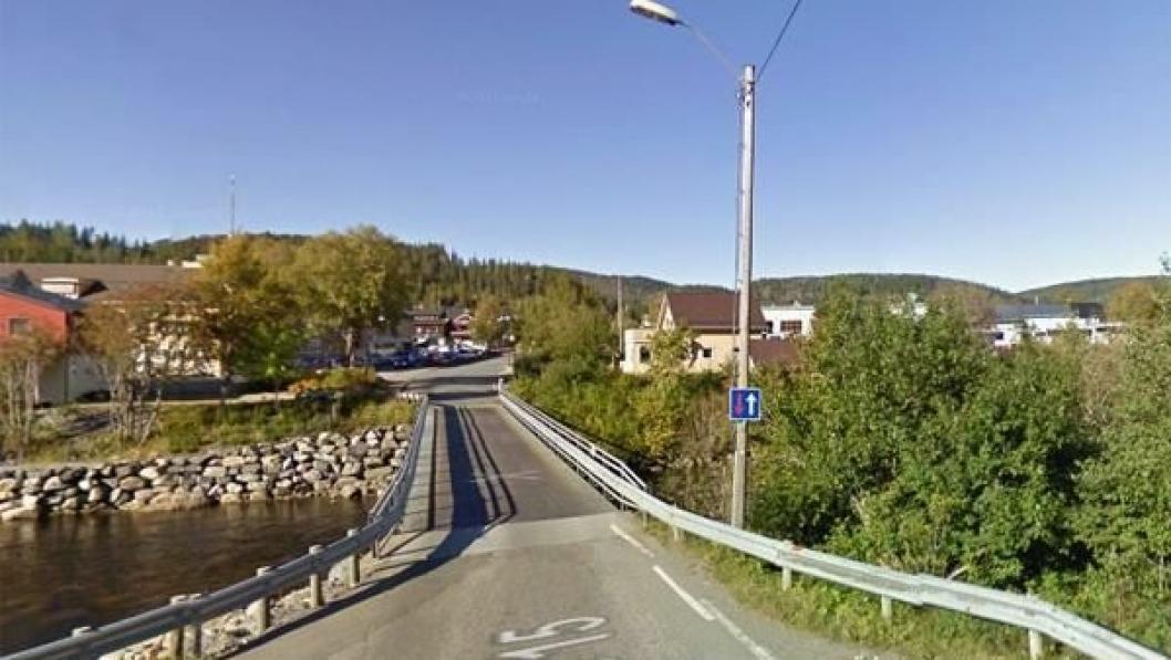 Melabrua på fylkesvei 715 over Stordalselva i Åfjord kommune på Fosenhalvøya i Sør-Trøndelag.