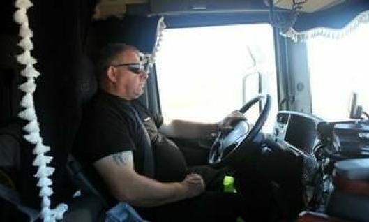 Svenske Gert Danielsson kjører den tyngste transporten. Et maskinhus på 78 tonn gir totalvekten 145 tonn på vogntoget. Danielsson er den eneste av transportørene som er ansatt gjennom Mammoet Norge i Drammen. De andre sjåførene arbeider for Mammoet Wind i Danmark.