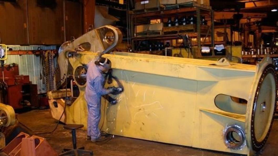 LaBountys største stålsaks, MSD 9500R-SL får den siste finpussen på fabrikken i Two Harbors.
