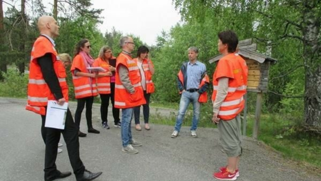 KS2-konsulenter og folk fra prosjektet ute på befaring.