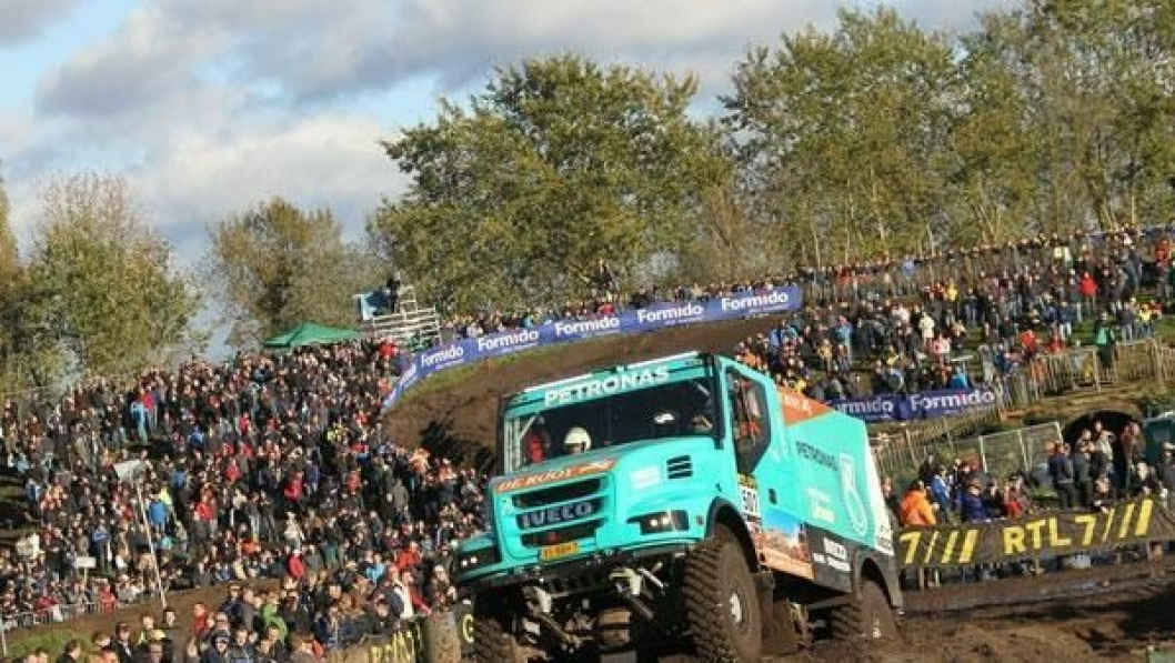 Som ved tidligere Dakar Rally er Iveco og FPT Industrial offisielle sponsorer til Iveco De Rooy Petronas Team fra Nederland.