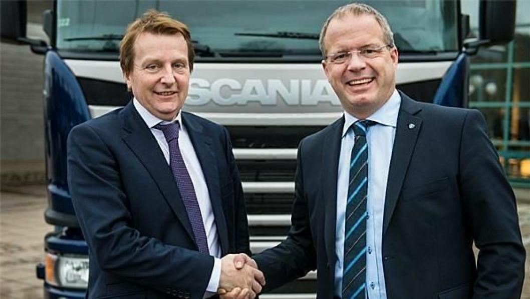 William Stobart, Group Chief Operating Officer og Scanias CEO og president Martin Lundstedt gliste begge godt da avtalen ble inngått.