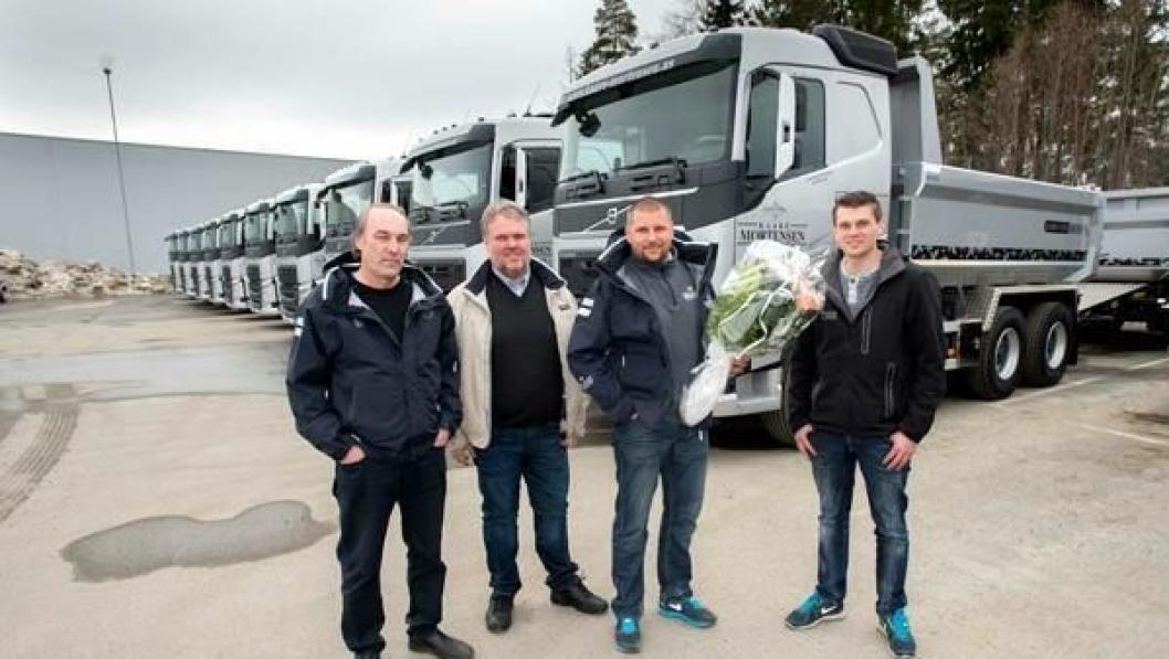 Øyvind Nicolaysen fra Volvo (t.v.), Roger Thorvaldsen fra Maur, Stein Inge Eriksen fra Kaare Mortensen og Christian Riise fra Maur var et fornøyd firkløver under overrekkelsen i Drammen.
