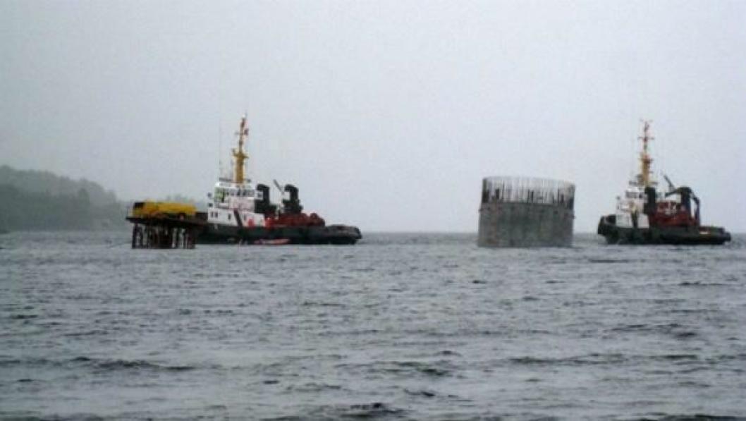 Senkekassen ble sjøsatt 18. juli. Da var den mellom 11 og 12 meter høy. Resten av støpearbeidet foregikk mens kassen lå til sjøs.